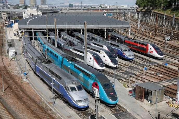 Des TGV dans une gare de dépôt SNCF, à Charenton-le-Pont, près de Paris, le 29 avril.