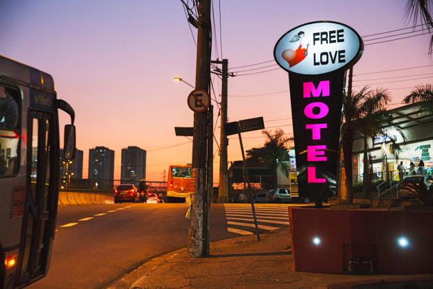Début avril, les « love motels » brésiliens ont commencé à être désertés par leur clientèle habituelle. Elle pourrait être remplacée par des malades…