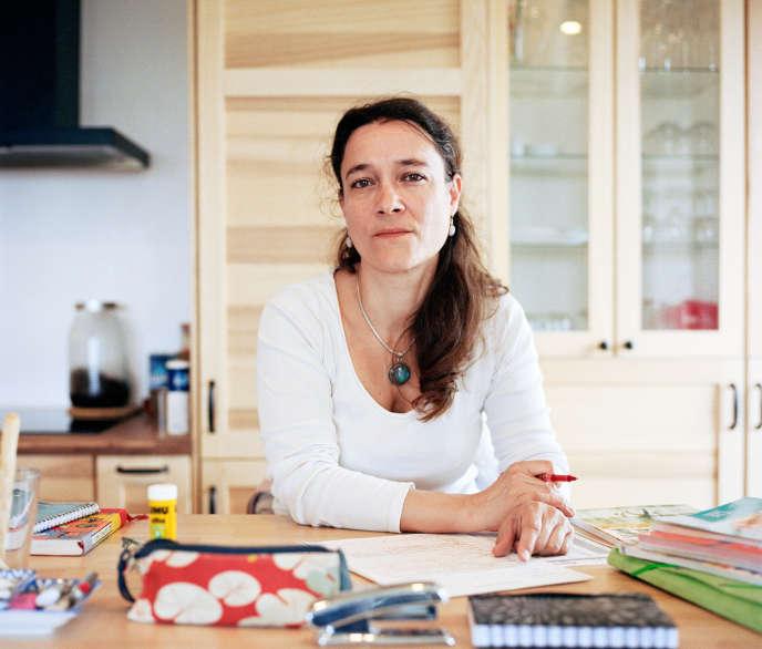 Catherine Rossignol, professeure dans un collège à Montreuil (ici chez elle, à Rosny-sous-bois, le 1er mai).
