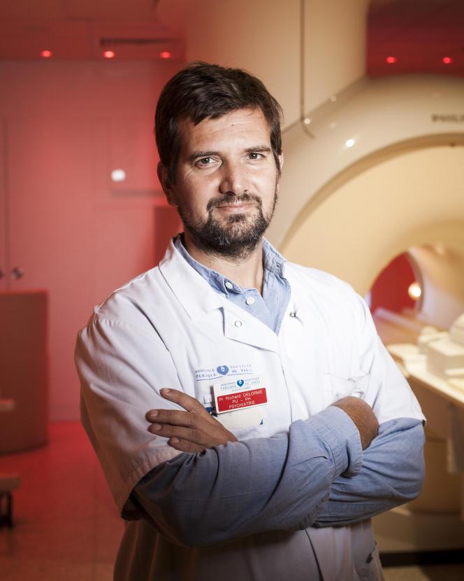 Le pédopsychiatre Richard Delorme dans une salle d'IRM à l'hôpital Robert-Debré, à Paris, en juin 2018.