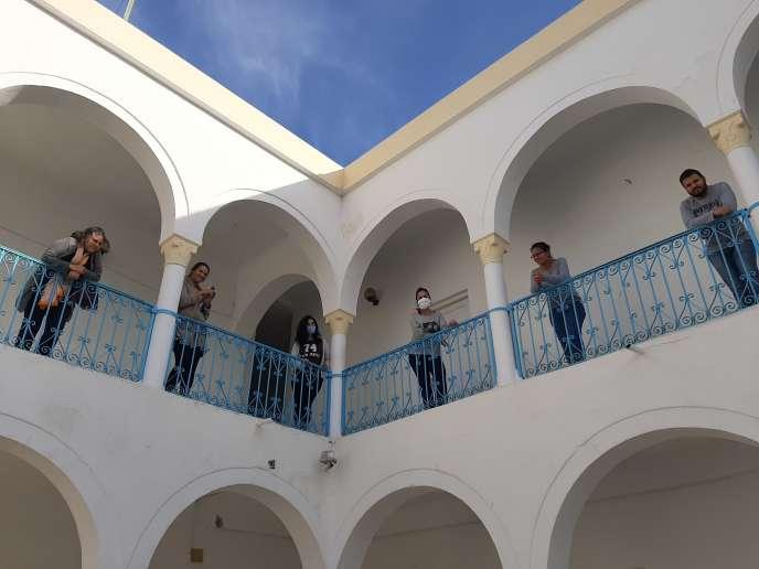 Le personnel du centre au dernier étage de l'établissement, en avril 2020.