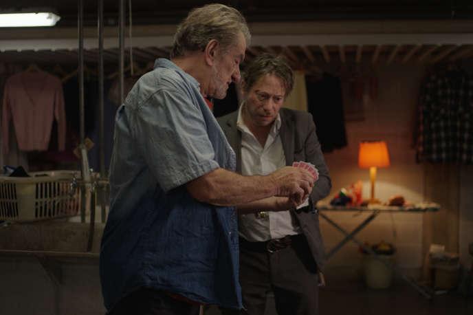 Eddy Mitchell (Rémi Tronier) et Mathieu Amalric (Olivier Tronier) dans «L'Agent immobilier», deShira Geffen et Etgar Keret.