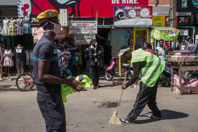 Dans une rue d'Antananarivo, la capitale malgache, le 27 avril 2020.