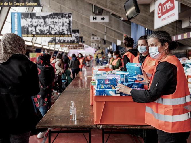 L'association «La Caravane de solidarité» soutenue par Médecins sans frontières, lors d'une distribution de nourriture à Genève, le 2 mai.
