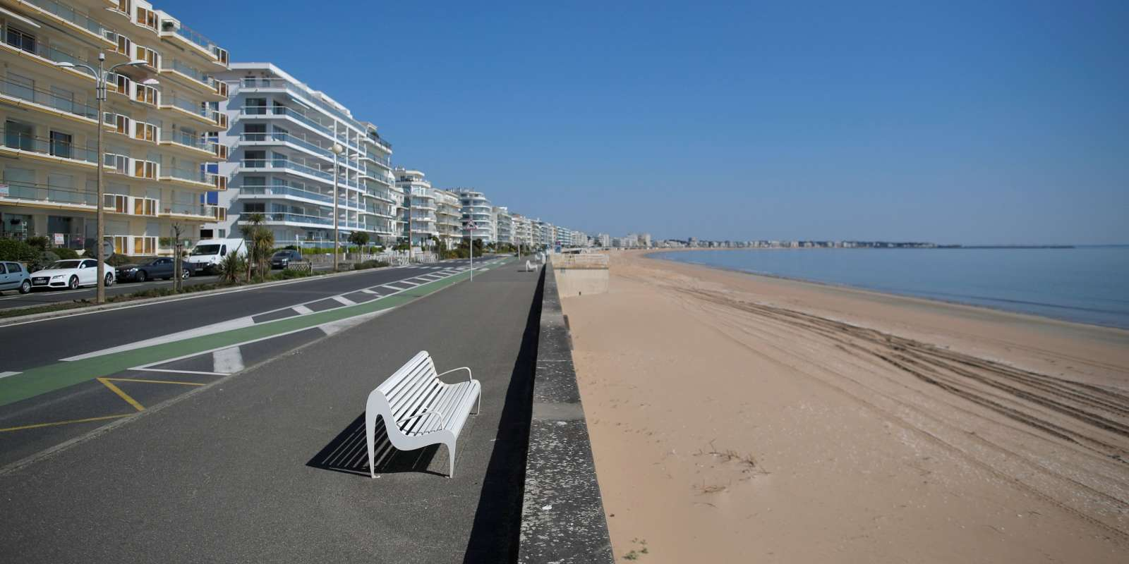 A view shows a deserted beach in La Baule during a lockdown imposed to slow the spread of the coronavirus disease (COVID-19) in France, April 10, 2020. REUTERS/Stephane Mahe