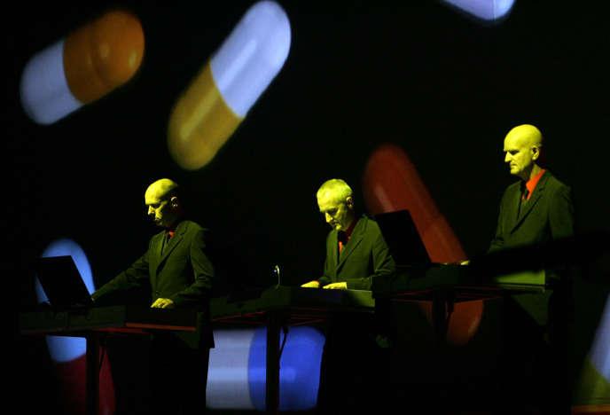 Kraftwerk lors d'un concert au Festival international de Benicassim, en Espagne, le 7août2004.