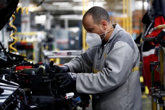 A l'usine Renault de Flins, en mai 2020.