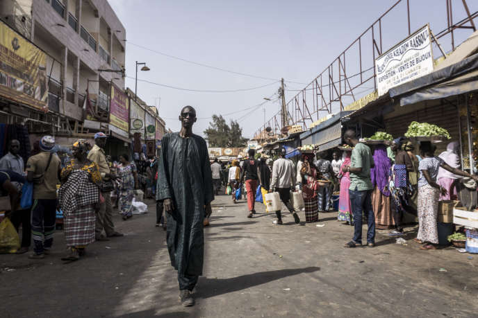 Une rue du marché de la Médina à Dakar, le 18 mars 2020.