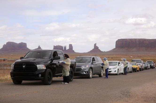 Une opération de dépistage du Covid-19, à Monument Valley (Utah), en territoire navajo, le 17avril.