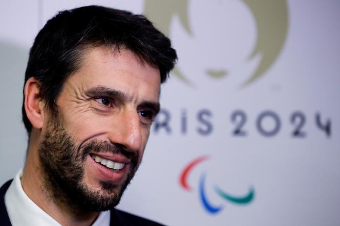 Président du comité d'organisation des Jeux Olympiques et Paralympiques de Paris 2024, Tony Estanguet s'adresse à la presse à son arrivée pour la réunion du comité d'organisation des Jeux Olympiques Paris-2024, à leur siège à Paris, le 12 décembre 2019.