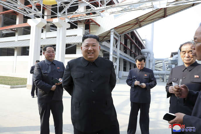 Réapparition du président nord-coréen Kim Jong-un, le 1er mai 2020, lors de l'inauguration d'un site de production de fertilisants agricole, à Sunchon.