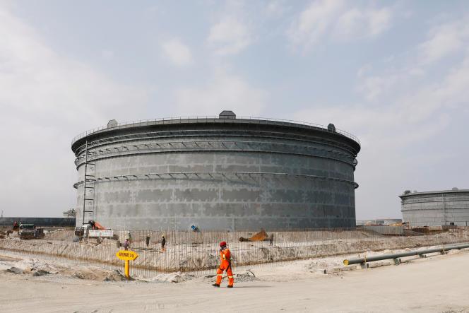Sur le site d'une raffinerie de pétrole près de Lagos, au Nigeria, en août 2019.