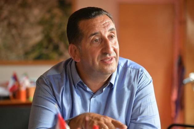 Le maire de Stains (Seine-Saint-Denis), Azzédine Taïbi.