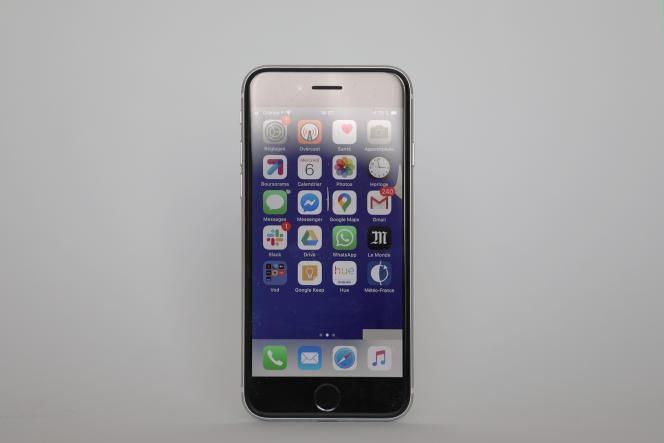 L'iPhone SE est un smartphone particulièrement compact, dont le format n'est pas du tout dépassé.