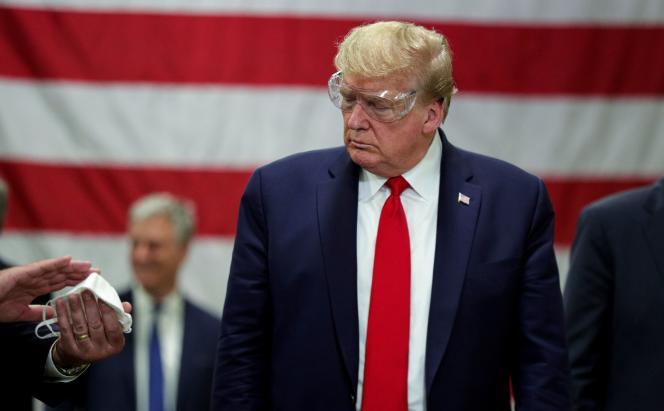 Donald Trump en visite à la fabrique de masques Honeywell, à Phoenix, en Arizona, le 5 mai.