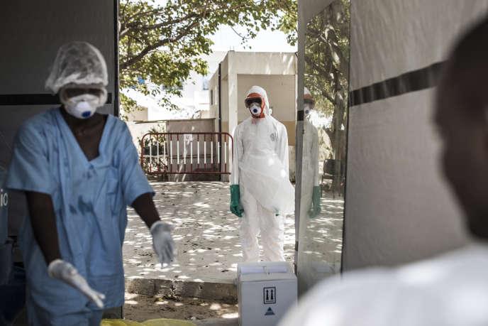 Des agents de santé à l'hôpital Fann de Dakar, le 1er avril 2020.