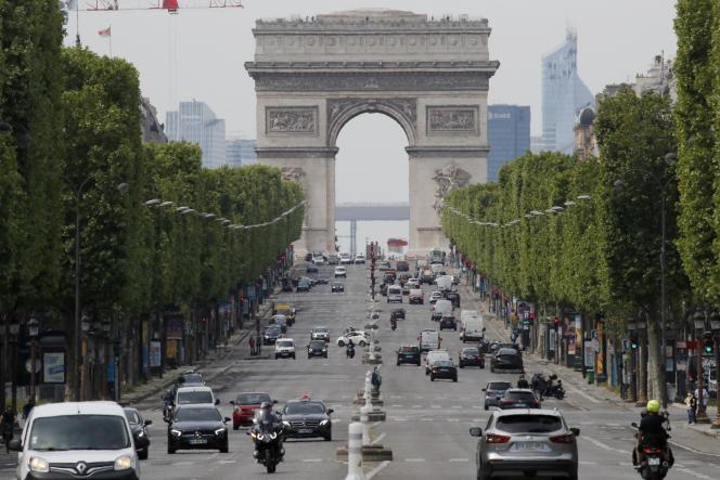 L'avenue des Champs-Elysées, à Paris, le 7 mai.