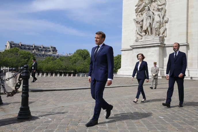 Emmanuel Macron devant l'Arc de triomphelors de la célébration du 75e anniversaire de la fin de la seconde guerre mondiale, à Paris, le 8 mai.