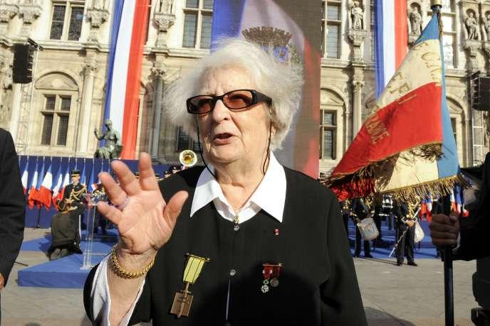 La résistante Cécile Rol-Tanguy, lors du 65e anniversaire de la libération de Paris, devant l'Hôtel de Ville, le 25 août 2009.
