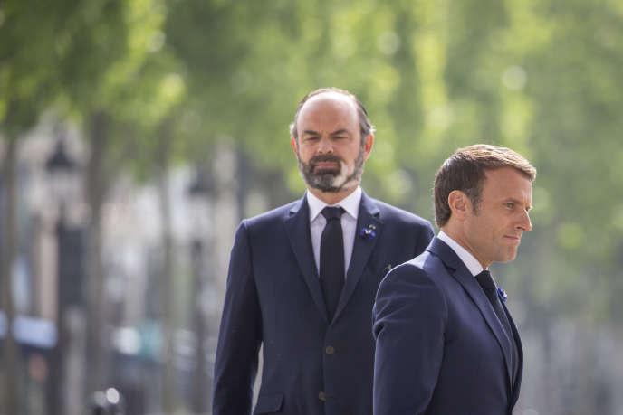 Emmanuel Macron et Edouard Philippe, lors de la cérémonie de commémoration de la victoire de 1945 à Paris, le 8 mai.