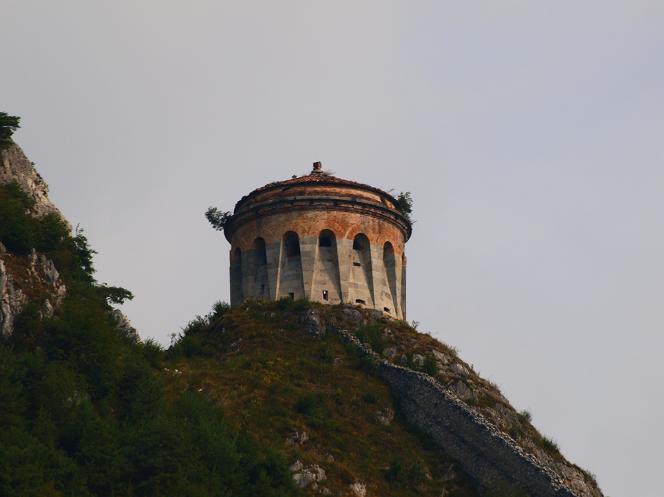 La forteresse de la Rocca d'Anfo sur le mont Censo, en 2013.