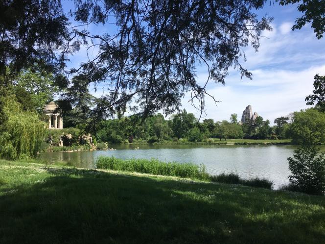 Autre lieu de promenade... sans promeneurs ni joggeurs jusqu'au 11 mai : les bords du lacDaumesnil, dans le bois de Vincennes.