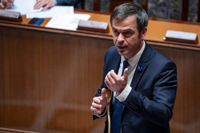 Olivier Véran prend la parole lors d'un débat sur l'extension de l'état d'urgence sanitaire à l'Assemblée nationle, le 8 mai.