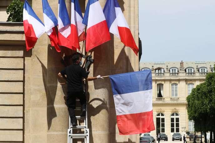 A l'entrée de l'Assemblée nationale, à Paris, le 7 mai 2020.