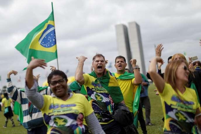 Des partisans du président brésilien, Jair Bolsanaro, participent à une manifestation contre le Tribunal suprême fédéral, le 9 mai à Brasilia.