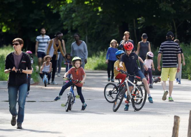 Au Bois de Vincennes, à Paris, dimanche 10 mai.