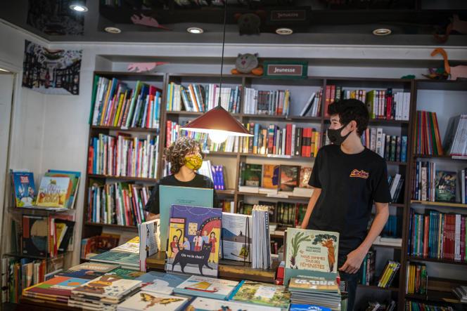 Dans la librairie L'Arbre du voyageur, à Paris le 11 mai.