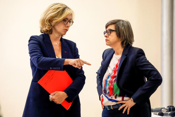 Valérie Pécresse et Catherine Guillouard, lors de la présentation du plan de transport de déconfinement de la région parisienne, à Paris, le 8 mai.