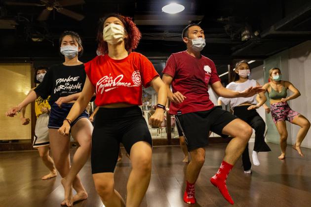 Grâce à la mise en place précoce de mesures de prévention, les Taïwanais continuent à excercer leurs activités sportives, ici au studio de danse Merry Monarc.