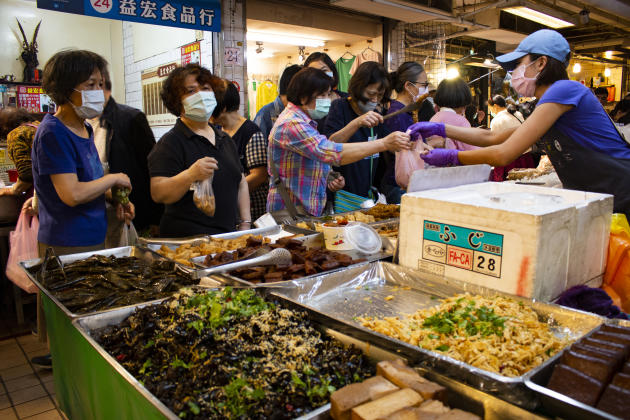 Un marché, à Taipei, dimanche 19 avril au matin.