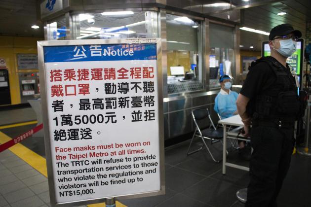 Des contrôles stricts sont effectués à l'entrée du métro :port du masque obligatoire et scanner thermique pour surveiller la température. Si un usager a plus de 38 de fièvre, il est conduit en ambulance à l'hôpital le plus proche. En cas de violation des règles, une amende de 455euros est appliquée.