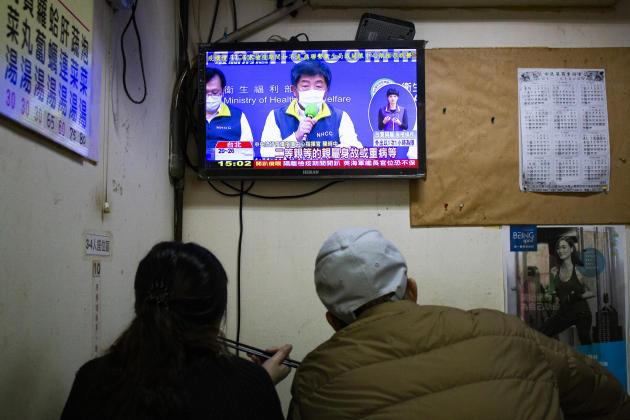 La conférence de presse quotidienne duministère de la santé et du bien-être social est devenue un rendez-vous très suivi des Taïwanais, à 14 heures. Les bilans quotidiens y sont annoncés, et les «fake news» qui circulent en nombre sur le pays démenties.