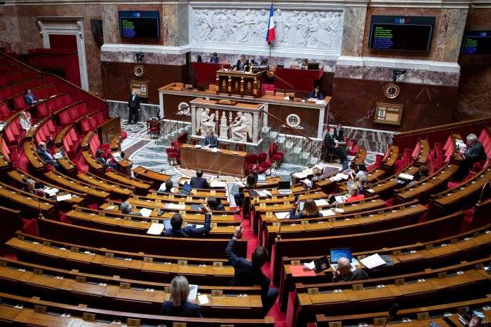 Débat sur la loi prorogeant l'état d'urgence sanitaire, à l'Assemblée nationale, le 8 mai.