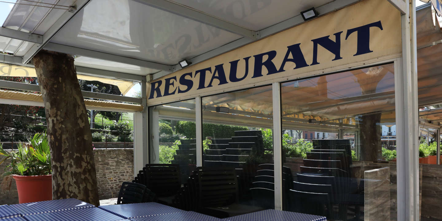 A picture taken on April 29, 2020 shows a closed restaurant in Collioure, southern France on the 44th day of a lockdown in France aimed at curbing the spread of the COVID-19 pandemic, caused by the novel coronavirus. (Photo by Raymond ROIG / AFP)