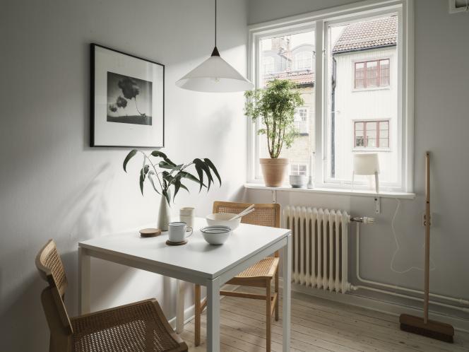 Vous êtes « loueur en meublé professionnel » si les loyers tirés de votre activité de location meublée dépassent 23 000 euros l'an et excèdent les revenus professionnels de votre foyer.