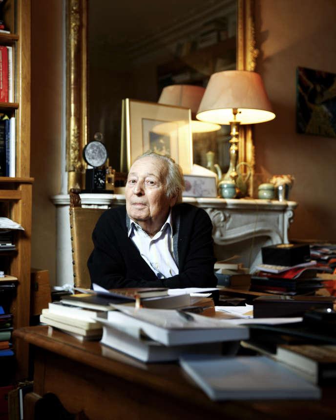 L'historien Marc Ferro, chez lui à Paris, en 2016.