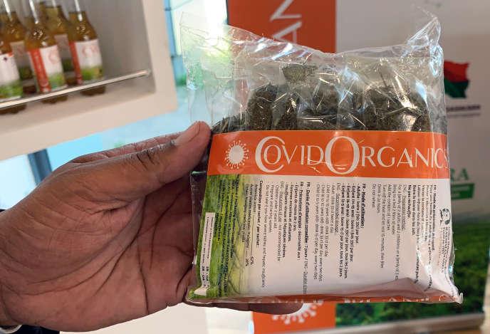Un sachet de Covid Organics, le «remède» à base de plantes promu par le président malgache Andry Rajoelina contre le Covid-19, à Antananarivo, le 8 mai 2020.