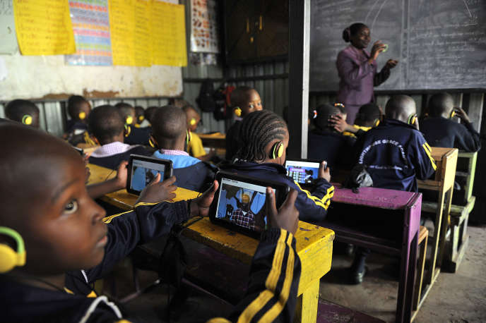 Dans une classe d'une école du quartier de Kawangware, à Nairobi, au Kenya, en octobre 2015.