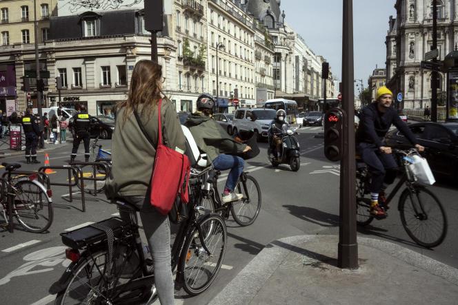 Rue de Rivoli à Paris, lors du premier jour de déconfinement, le 11 mai.