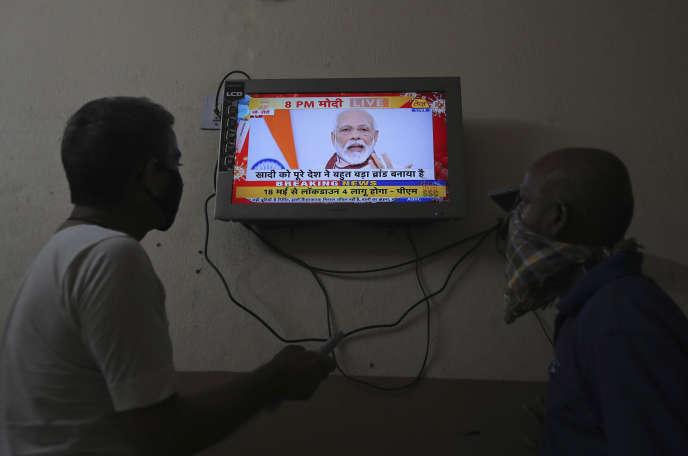 Le premier ministre indien Narendra Modi lors de son allocution télévisée, le 12 mai à Hyderabad (Etat du Télangana), en Inde.