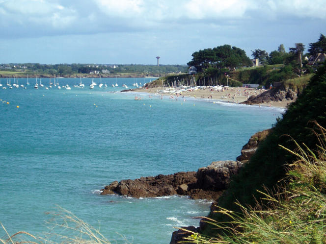 A Saint-Jacut, tous les chemins mènent à la mer.
