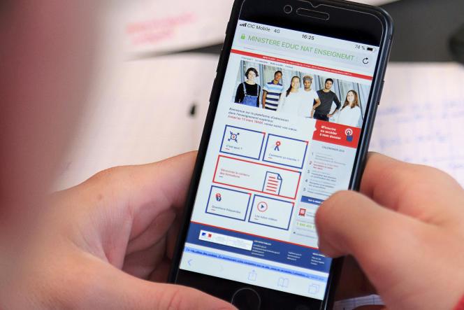 L'application Parcoursup sur smartphone, permettant de poursuivre ses d'études après le baccalauréat.