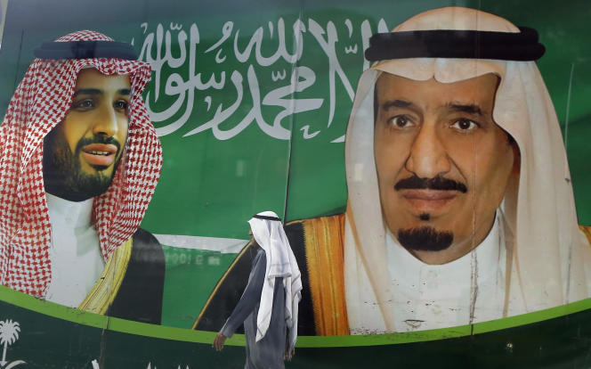Une affiche représentant le prince héritier Mohammed Ben Salman (à gauche) etleroi Salman Ben Abdelaziz Al-Saoud,à Jeddah (Arabie saoudite), le 7 mars.
