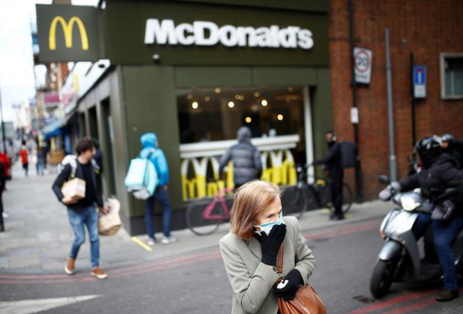 Devant un restaurant du groupe McDonald's, à Londres, le 13mai.