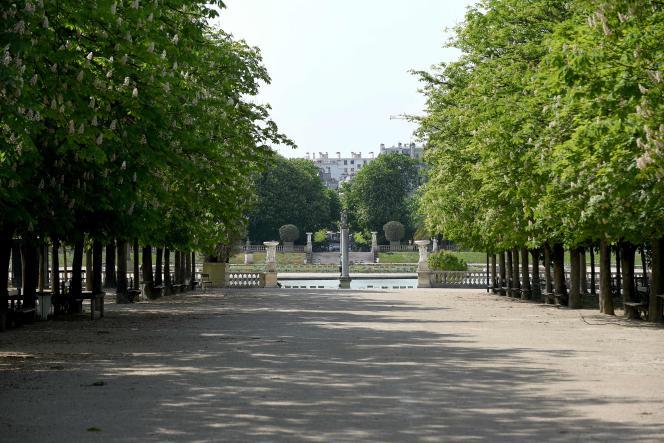 Le jardin du Luxembourg fermé au public, dans le 6e arrondissement à Paris, le 20 avril.