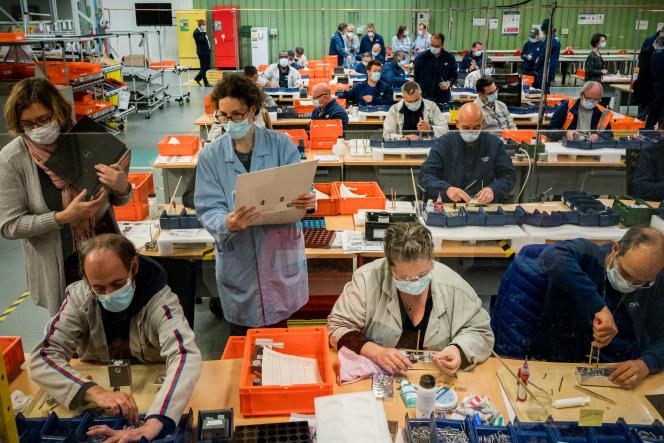 A l'usine PSA de Poissy (Yvelines), le 22 avril.
